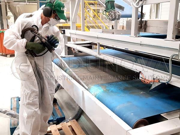 Limpieza criogénica en cinta de transporte fábrica de pan rallado