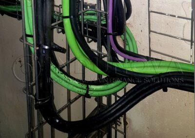 Limpieza de cableado eléctrico en industria alimentaria
